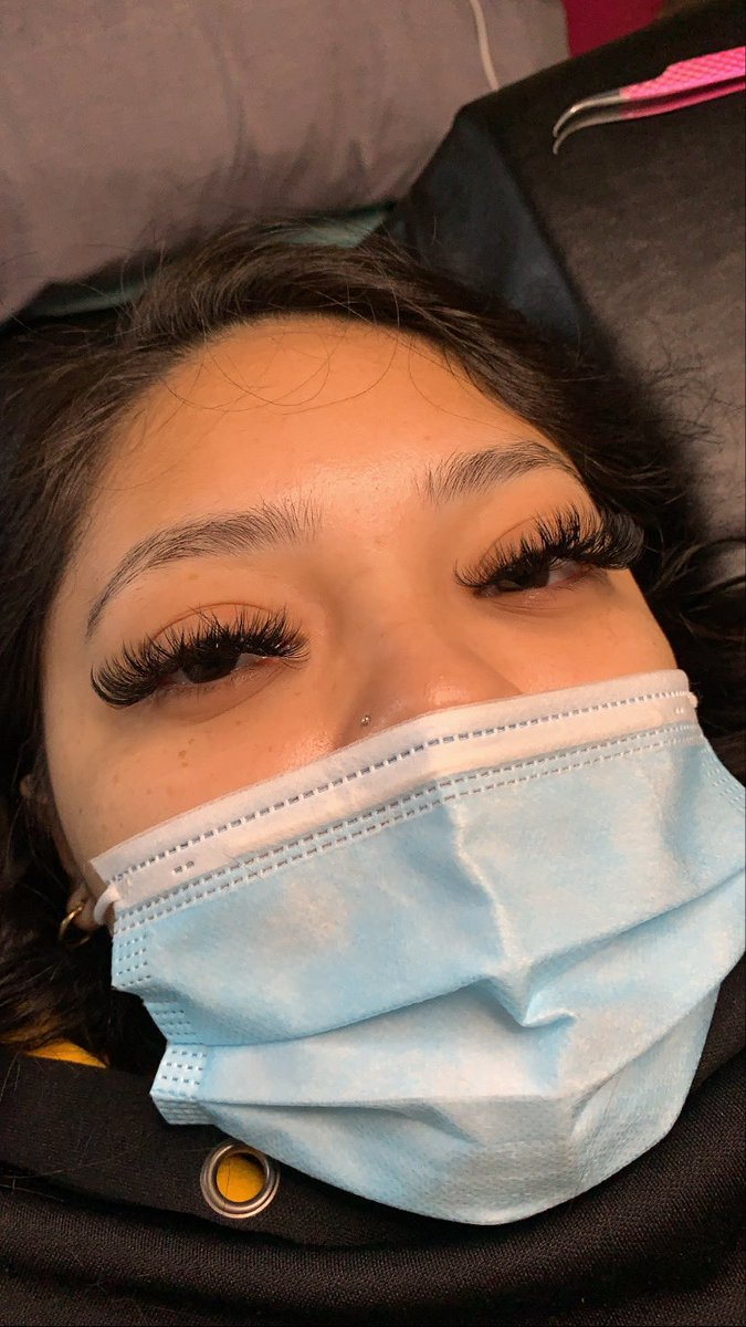 I do lash extensions and acrylic pedicures ! Follow my page @beautybylayssia on Instagram 🖤 Book with me through the link below 😌   #RETWEEET #beauty #lashes