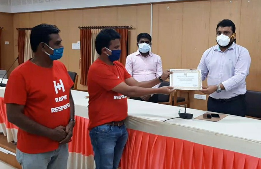 Rapid Response awarded Certificate of Appreciation for outstanding contribution in #COVID19 Relief Activities. We thank #Cuddalore district collector and administration for their support and encouragement.