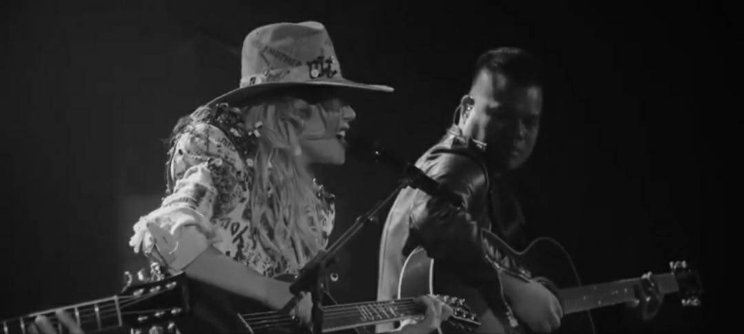 """#VIDEO Lady Gaga envió como parte de su actuación en la #LupusResearchAlliance2020 un vídeo profesional del """"Joanne World Tour"""" interpretando """"Joanne""""   🎥 :"""