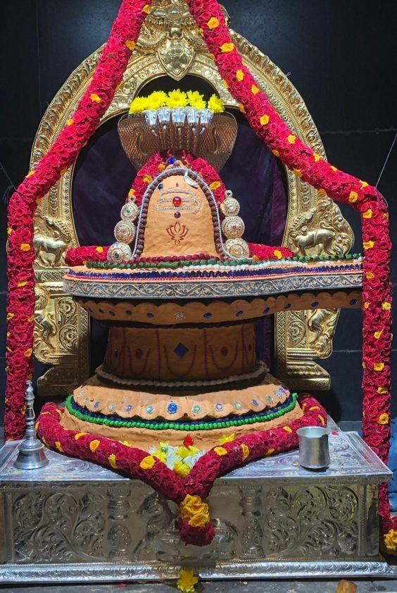 Photo Credit: Nalayni 121 from Pinterest ( https://t.co/RzHODaBq76 ) May Lord Shiva bless all of us 🤗. #namastegod #shiva #lordshiva #kedarnath #kashi #hindu #haraharamahadev #mahadev_har #jyotirlinga #linga #somanath #somnath #mallikarjuna #mahakaleshwar #omkareshwar https://t.co/rM6k6kOVON