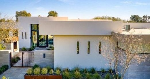 Last month, @Suns star @DevinBook closed a deal in the desert, selling his Arizona home for $3.45 million, records show. Shout out to @eXpRealty Agent Kirk Linehan who held the listing. - https://t.co/lqKhhFEggc #eXpProud https://t.co/nEJwtBi0L4