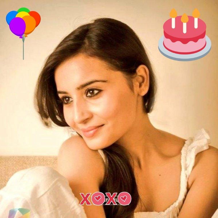 Wish you a very Happy Birthday! 😊 @TiwariNivedita #NiveditaTiwari  #artist #happybirthday #birthday #love #happy #cake #party #birthdaycake #birthdaygirl #instagood #like #family #instagram #photographyArt #photooftheday #follow #friends #birthdayparty #balloons #Bollywood