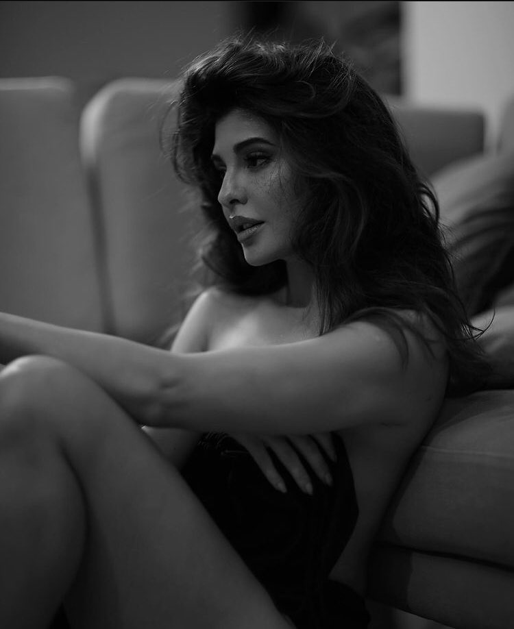 #JacquelineFernandez looks alluring in this latest click.