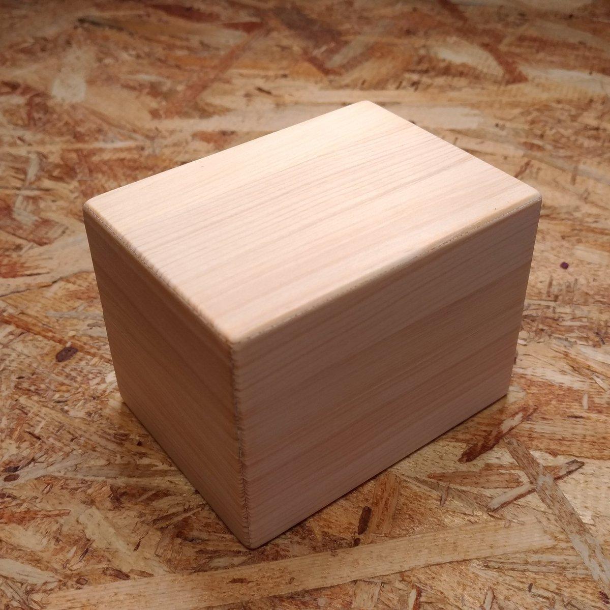 木彫り作家なので木片を渡してプロポーズしました。