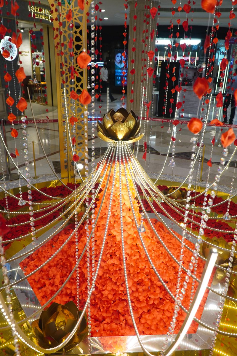 This beautiful installation at @PromenadeDLF is bound to mesmerize you!    Drop in to @PromenadeDLF and experience #DiwaliKiRaunak in its truest essence.  #RetailAssociationofIndia #UnlockIndia #FestivePeriod #Festive #Diwali #HappyDiwali #DiwaliKiRaunak