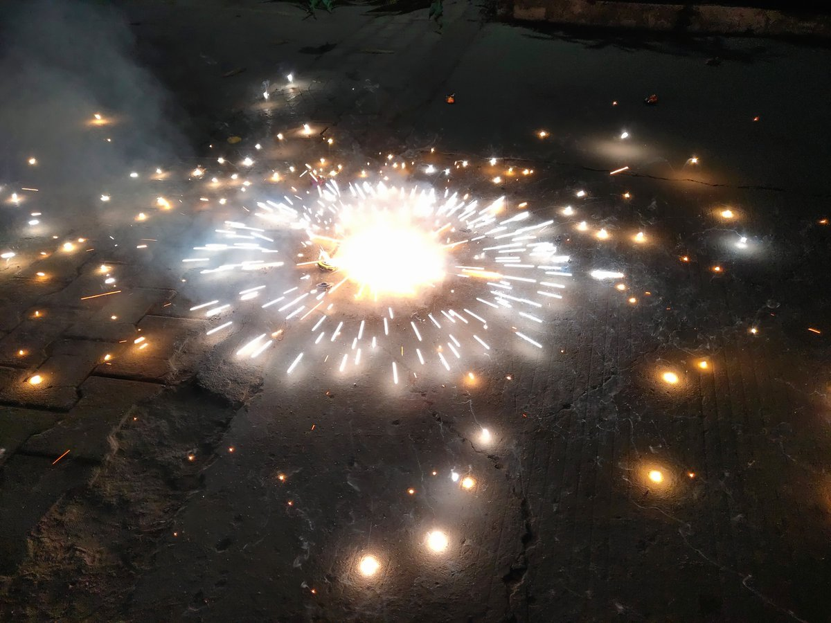 @nipunmarya Here are my #Diwali Pics 😃 #DelightEveryMoment #HappyDiwali #Vivo @Vivo_India   join friends   @Rita82334825 @Vinita_84 @kailashkumar129 @RitikVe59992998 @the_haider72