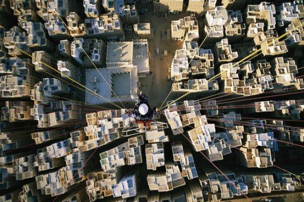 壮大な風景に圧倒される…。感動してしまう絶景…世界中の景色をパラグライダーで空撮した写真いろいろ:らばQ