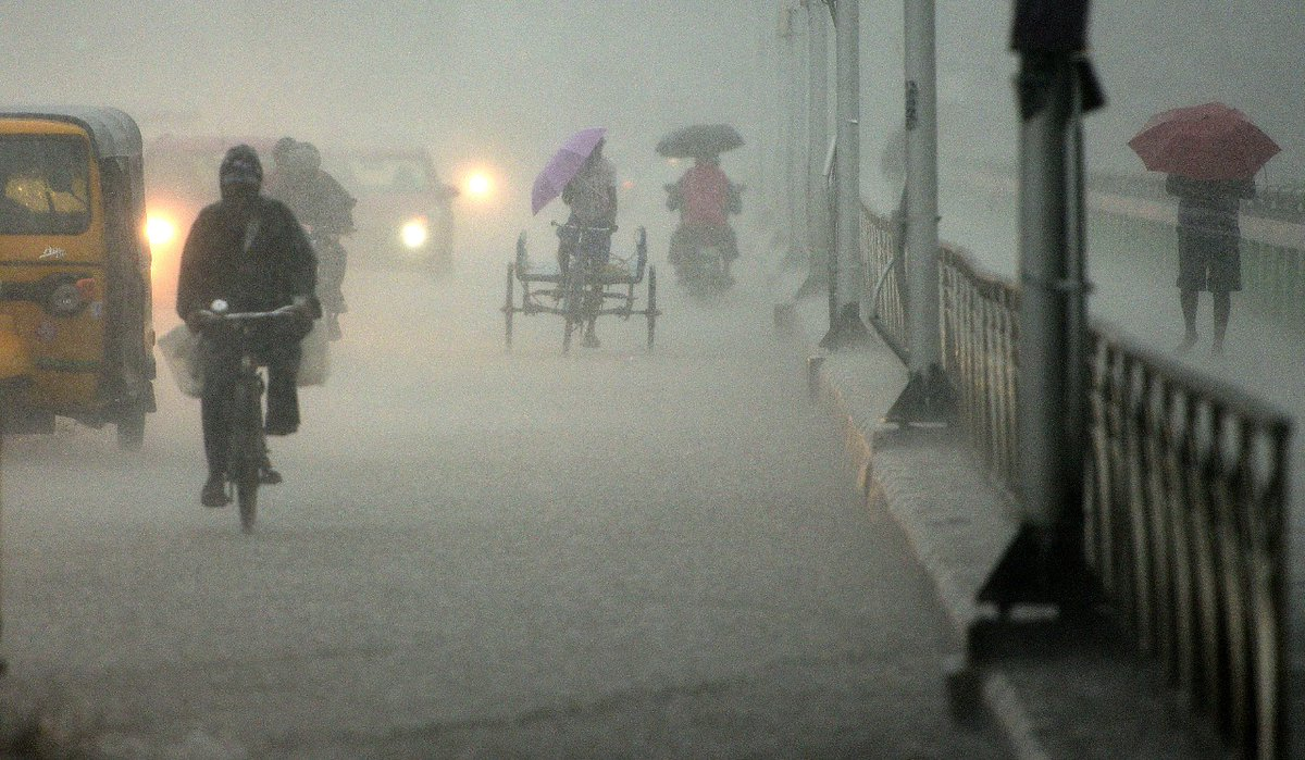Replying to @TOIChennai: Heavy rain near Saidapet in Chennai  #CycloneNivar