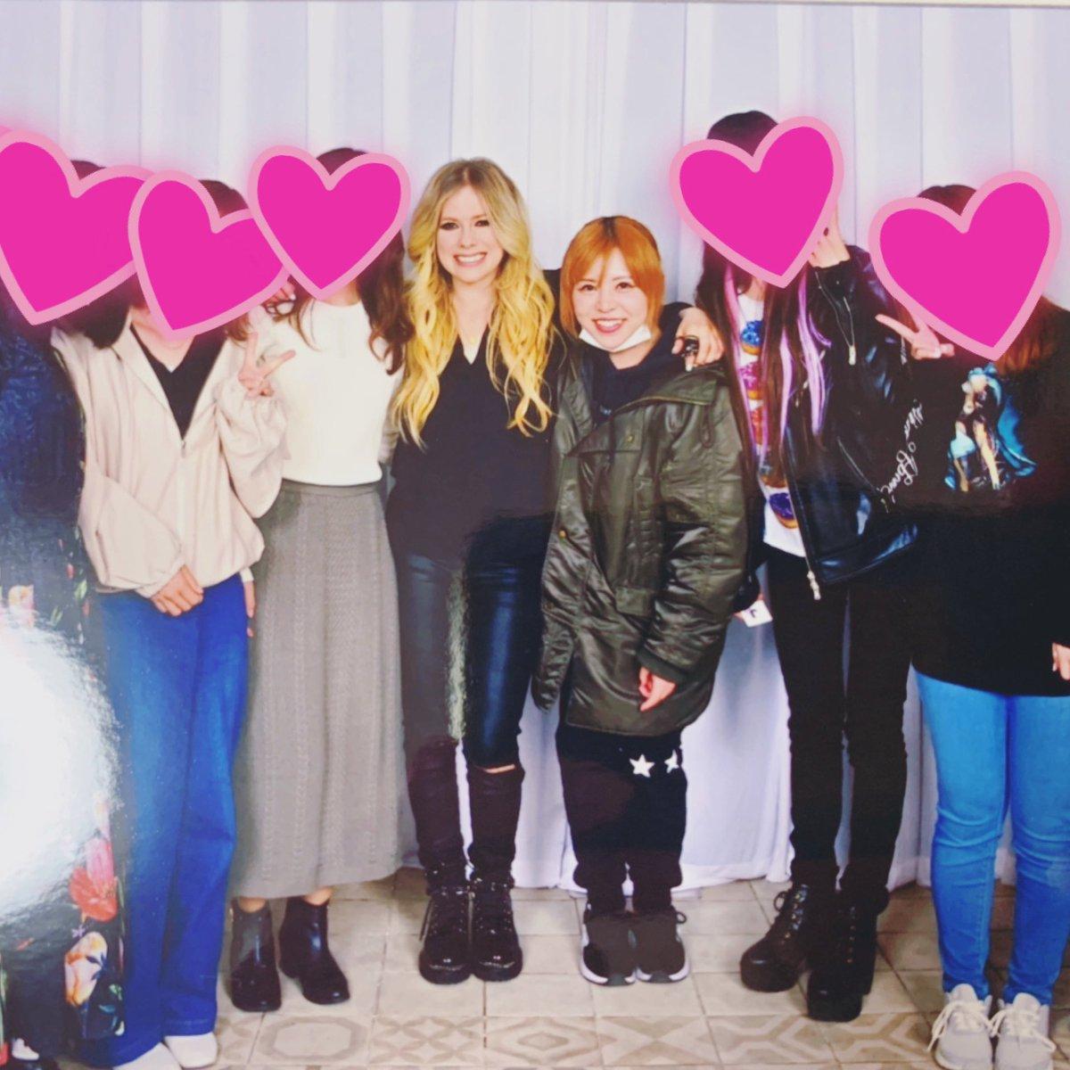 去年、東京で行われたAvril Lavigneのファンイベントの時の写真📸 来年1月に延期した来日ツアーにも参戦予定だけど、果たして開催できるのか...😢 Avrilに会いたい~🥺✨✨  #アヴリル #イベント #音楽 #ロック #洋楽 #思い出 #avril #avrillavigne #event #rock #headabovewater #haw #HAW #lbs #LBS