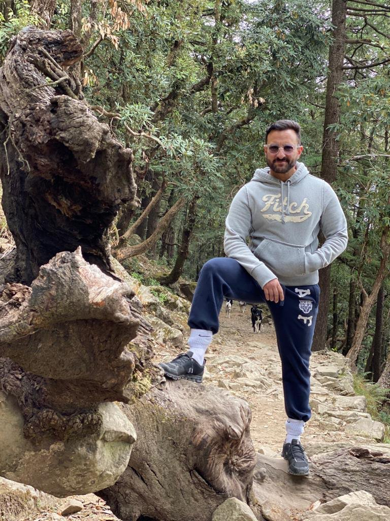 #SaifAliKhan strikes a pose in between shots as he continues work on his upcoming project #BhootPolice in Dharamshala.
