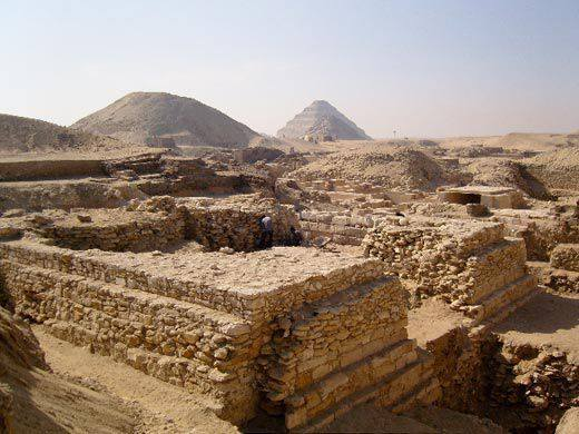 Calling all Egyptologists & Epigraphists!Tomorrow at 4pm, Dr Julie Hamilton will talk about Secondary Epigraphy in Old Kingdom Saqqara - through a case study of the tombs of the Teti Pyramid Cemetary.  Join us here: https://t.co/36Y6PaJrvT #ClassicsTwitter #Egypt #AcademicTwitter https://t.co/IfOgIr9BKM