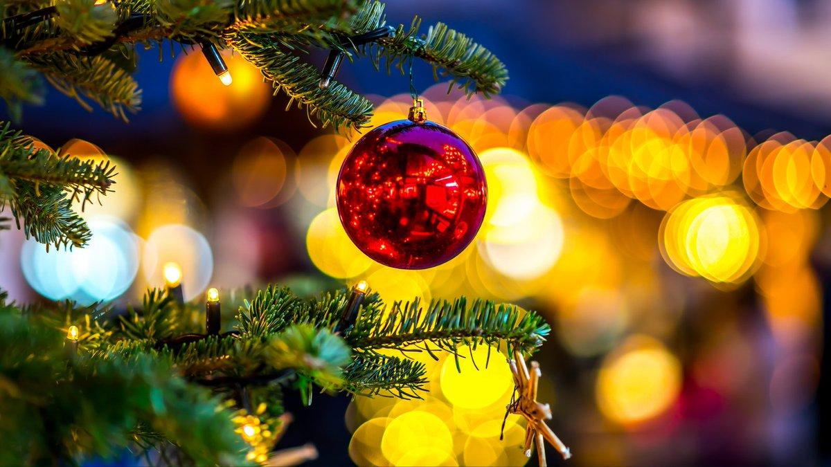 Låge nr. 2 🎄 Antallet af julemarkeder er måske færre i år, og det betyder også at der er risiko for, at mange stimler sammen de samme steder. Husk at holde afstand, sprit af og brug mundbind, hvor det er påkrævet #politidk #politikalender https://t.co/321dPlniTw