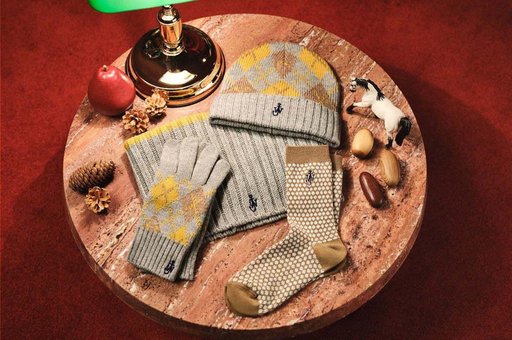 ユニクロ×ジェイ ダブリュー アンダーソン初のクリスマスアイテム、英国風ヒートテック素材の冬小物 -