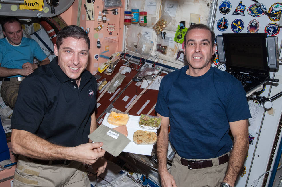 The Expedition 64 crew will spend their Thanksgiving in space, but for @NASA_Astronauts Shannon Walker and Mike Hopkins, it's their second Thanksgiving aboard the @Space_Station!  Thanksgiving history on station: https://t.co/FbQ34bPDGB. https://t.co/yoZQC6WiE6
