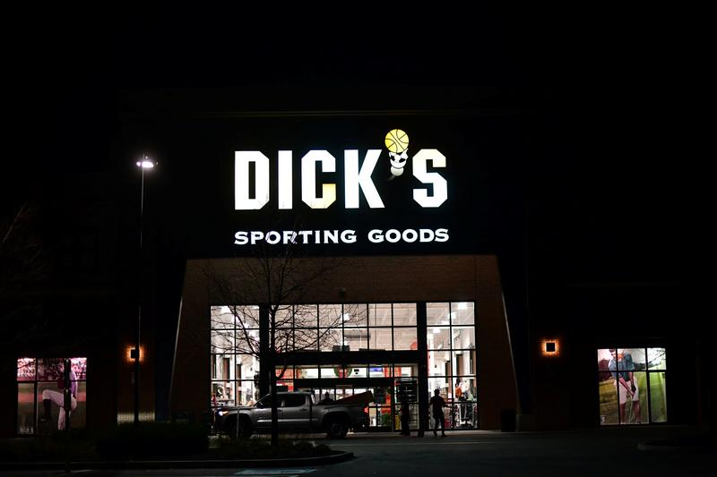 Dick's Sporting Goods CEO to step down https://t.co/32Gxau3KEi https://t.co/LCJL9i2vRD