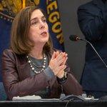 Image for the Tweet beginning: Oregon Gov. Kate Brown urges