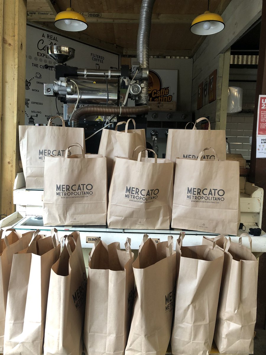 There are still some grocery bags left from today's CoMMunity Meals handouts. Please spread the word to the people in need. Also if you want to donate, click the link to support us to reach more people.  #TogetherStronger #southbank #se1 #journorequests