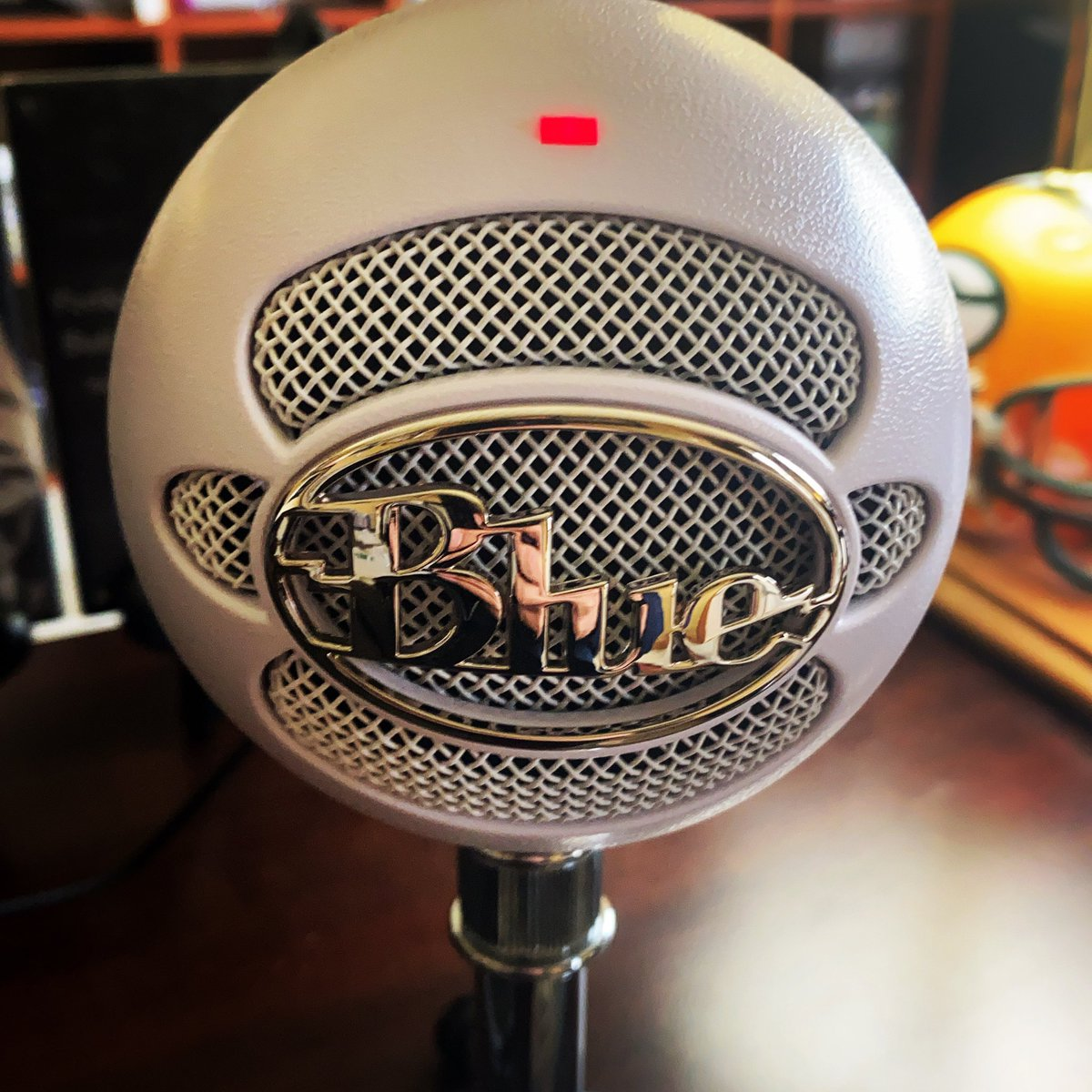 About to record @packers vs @Colts reaction for @FballFirstPod . Always better with my @BlueMicrophones . Go to the @Facebook page at 10am for video! #teamruntheball https://t.co/mQmW6zn9l3