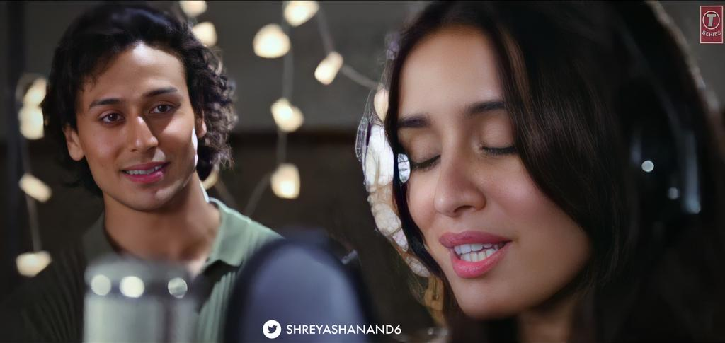 THE WAY HE LOOKS AT HIM,MAKE ME FALL IN LOVE WITH THEM MORE🥺❤️  #TigerShroff @iTIGERSHROFF #ShraddhaKapoor @ShraddhaKapoor