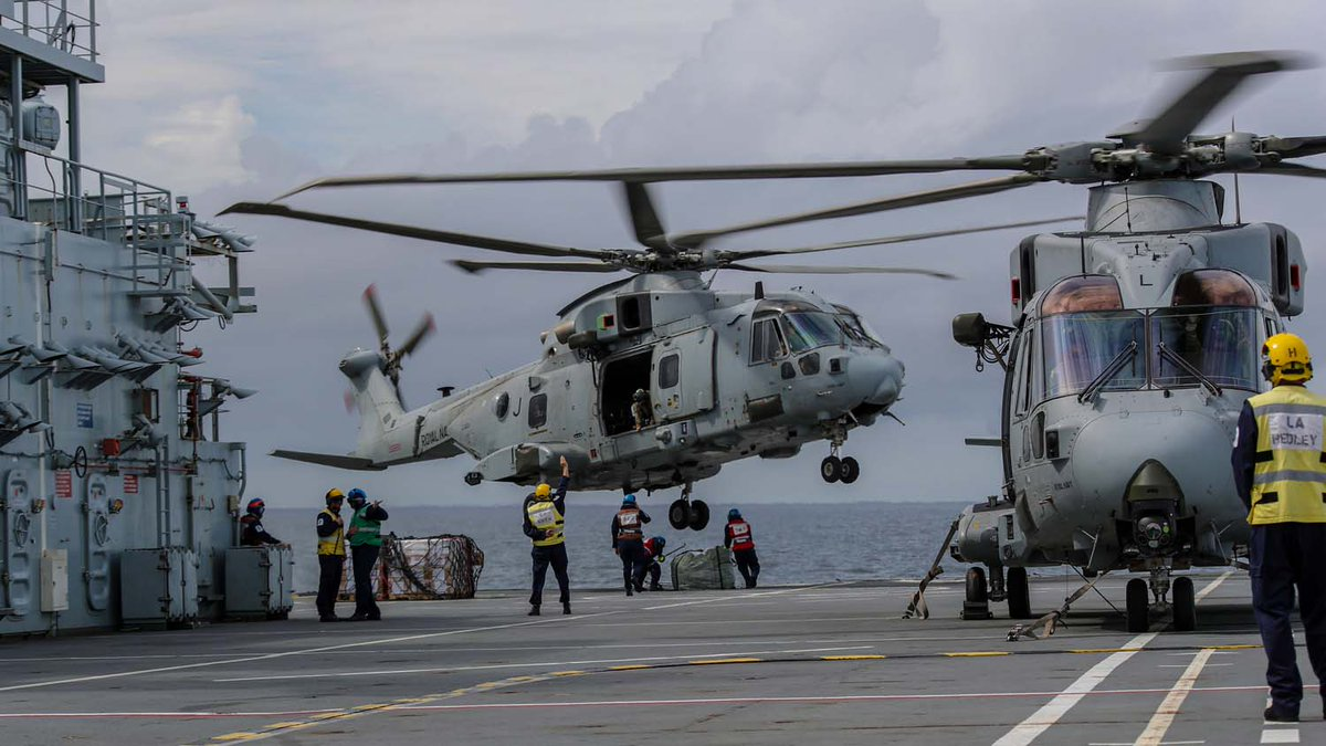 🇬🇧🇭🇳 Tonnes of food, fresh water and shelters for hurricane-ravaged communities in #Honduras have been delivered by the #RoyalNavy.  @RFAArgus' helicopters are dropping 101 bags of emergency aid after Hurricanes #Eta and #Iota hit.  🔗Read more: