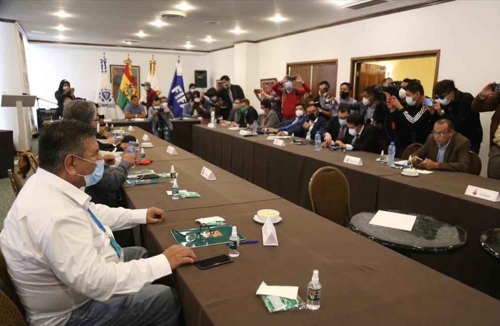 Se reúne el comité ejecutivo de la #FBF, están los 14, esperemos acuerdos en beneficio del fútbol.