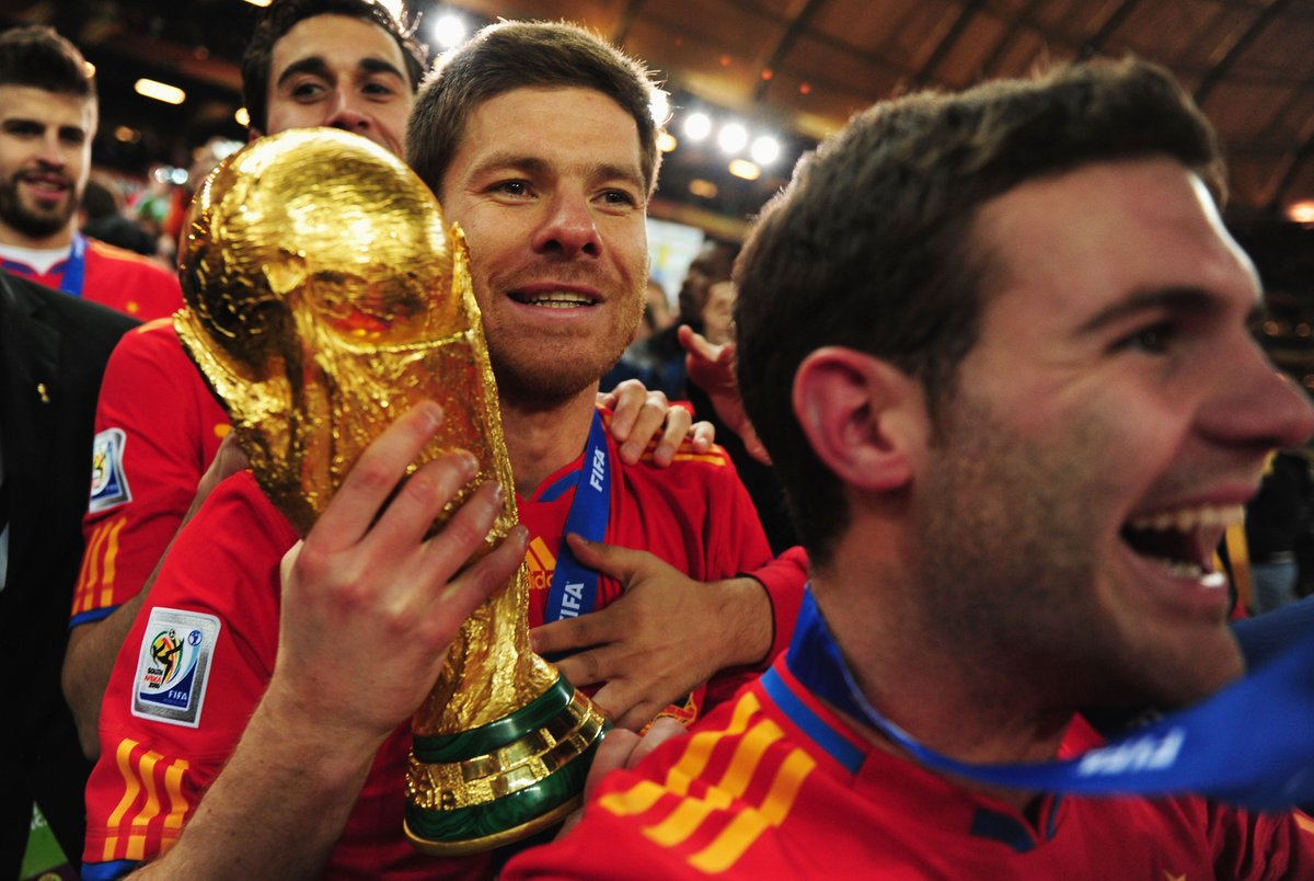 📸 Sending Soccer City memories to one of the most elegant midfielders the beautiful game has been blessed with 🏆  🎊 Happy 39th birthday to @SeFutbol great @XabiAlonso 🇪🇸