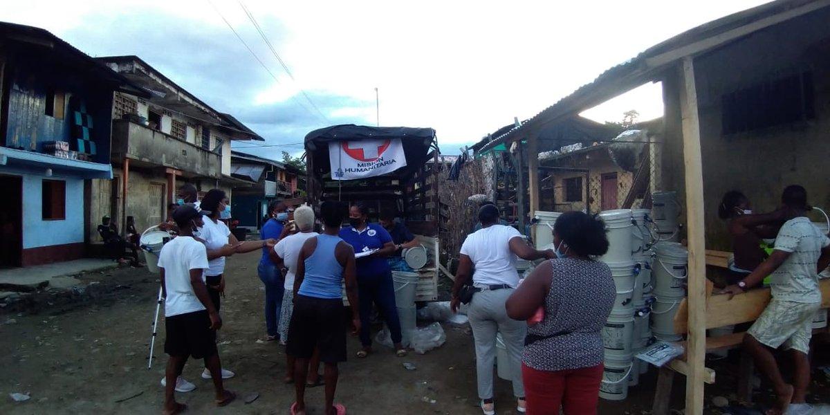 Gracias a su apoyo y solidaridad se entregan a esta hora alimentos y filtros de agua a las familias damnificadas de Lloró -Chocó  @ColombiaCuida @fundaciontaap  @LUISEROLAVE #SOSChocó