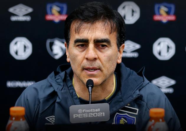 Gustavo Quinteros: «Pablo Solari no es refuerzo para Colo Colo, es para el futuro. Nos tenemos que arreglar con lo que tenemos