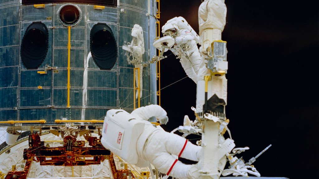 Hubble was designed to be visited in space by astronauts to perform repairs, replace parts, and update its technology with new instruments!  👨🚀 Between 1993 and 2009, there were five servicing missions, which paved the way for Hubble's continued success. #UniqueTalentDay