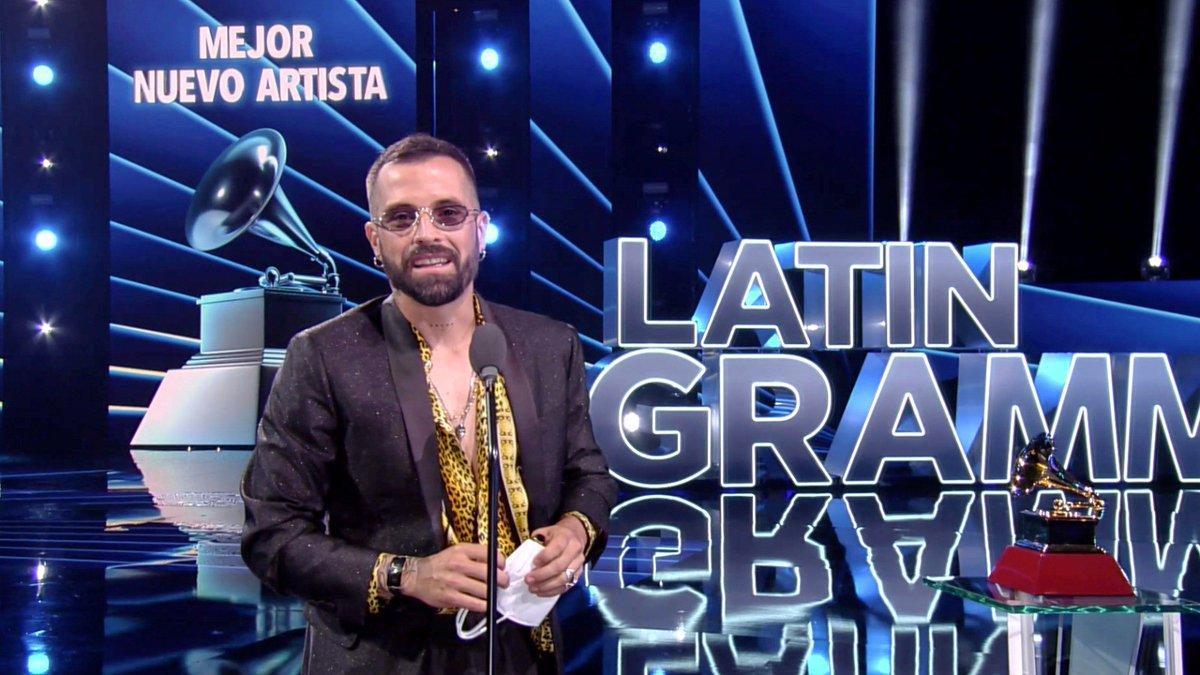 """Él es @MikeBahia cantautor colombiano que se llevó el #LatinGrammy por """"Mejor nuevo artista 2020"""".  En nuestro programa #KeBuenPerreo constantemente tenemos su música para alegrar nuestras noches."""