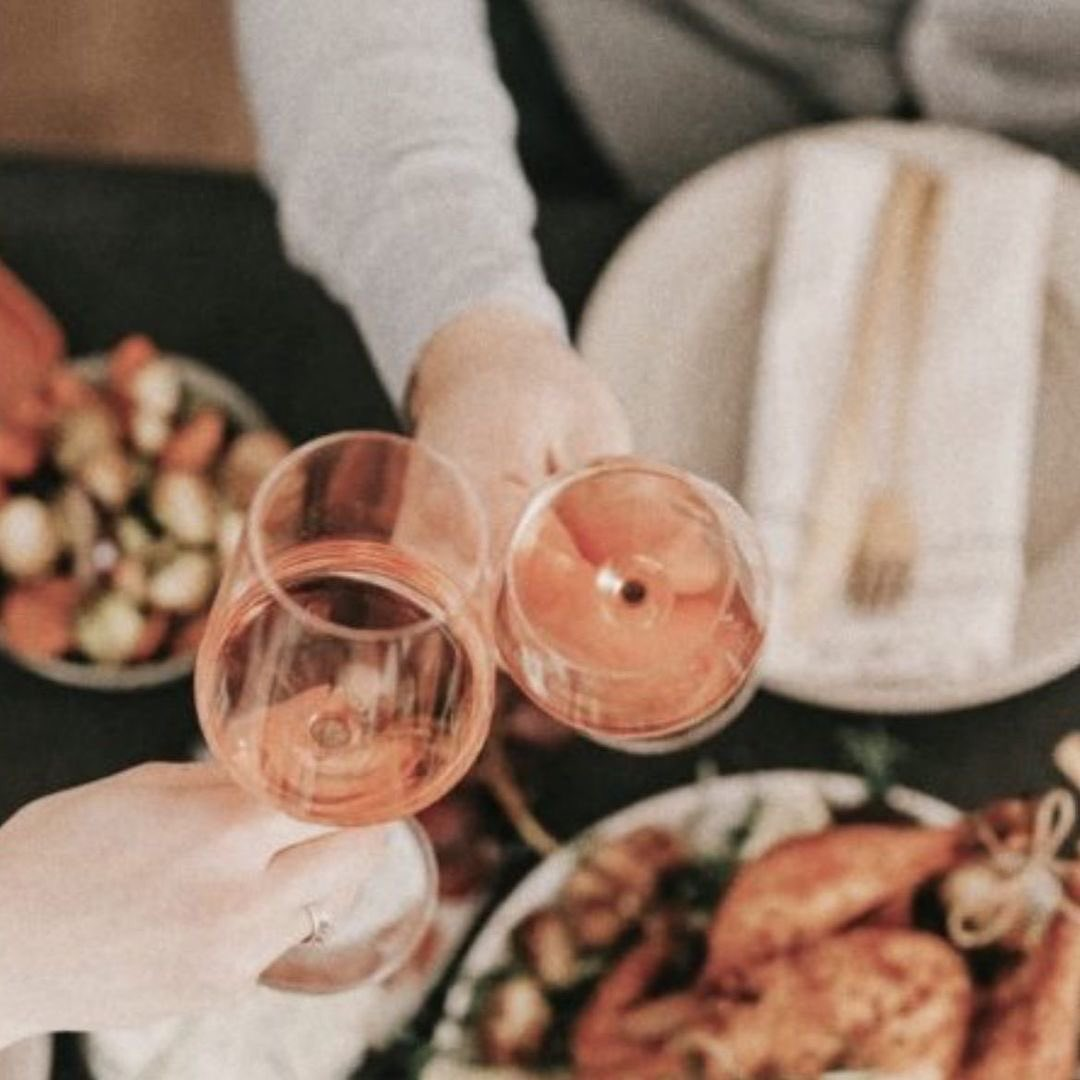 I wrote a post on #frenshe on how to handle political conversations during the holidays! 🍷 link in bio!