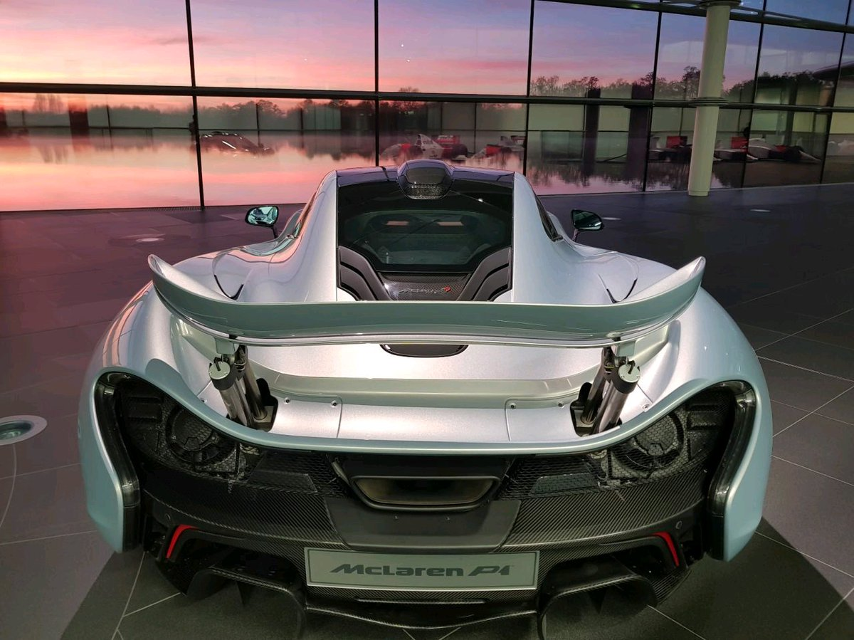 Both P1 and lake, how cool is that? (No filter! 🙃) https://t.co/l2CUM3OR9L