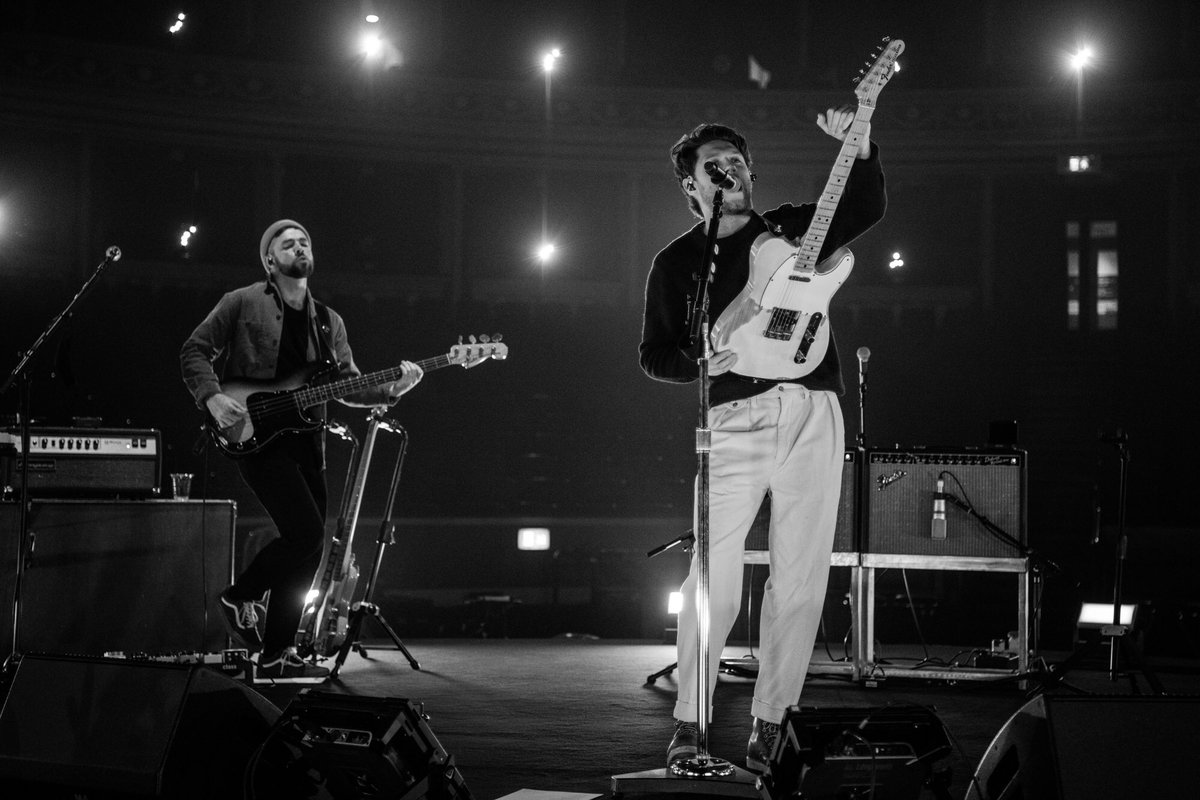 There's still a chance of winning @NiallOfficial signed raffle items from his spectacular @royalalberthall show.  head to  to purchase your ticket/s & enter. Raffle will closes at midnight 30th Nov 2020 (UK) 🍀   #weneedcrew  #niallhoran  #nialler  #niall