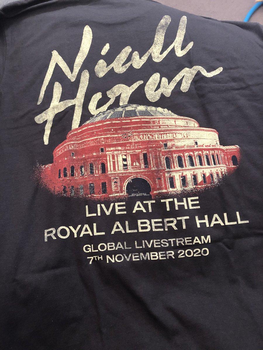 I love my Niall top. Thank you 🥰 @WeNeedCrew @NiallOfficial @RoyalAlbertHall