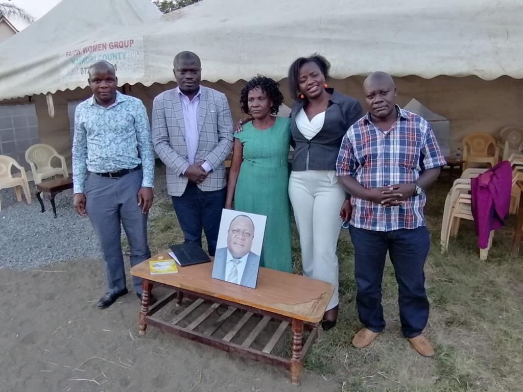 Earlier today, our members visited the family of the late Matungu Constituency MP Hon. Justus Murunga to console the family at Utawala, Nairobi County.@cleophasmusumba @aggrey_ndombi @kassimWere2 @Petersonseated @simon_kakai @GithinjiReuben @bBISHOPSALALAH @Vincentmuemada1 https://t.co/gvZsbGygLL