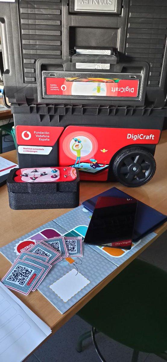 """Comenzamos con la formación para la realización del proyecto """"DigiCraft en tu cole"""" para formar a nuestro alumnado de Primaria en las competencias digitales. #DigiCraftentucole #ProgramaDigiCraft #TDE #ProgramasInnovaciónEducativa #FundaciónVodafone"""