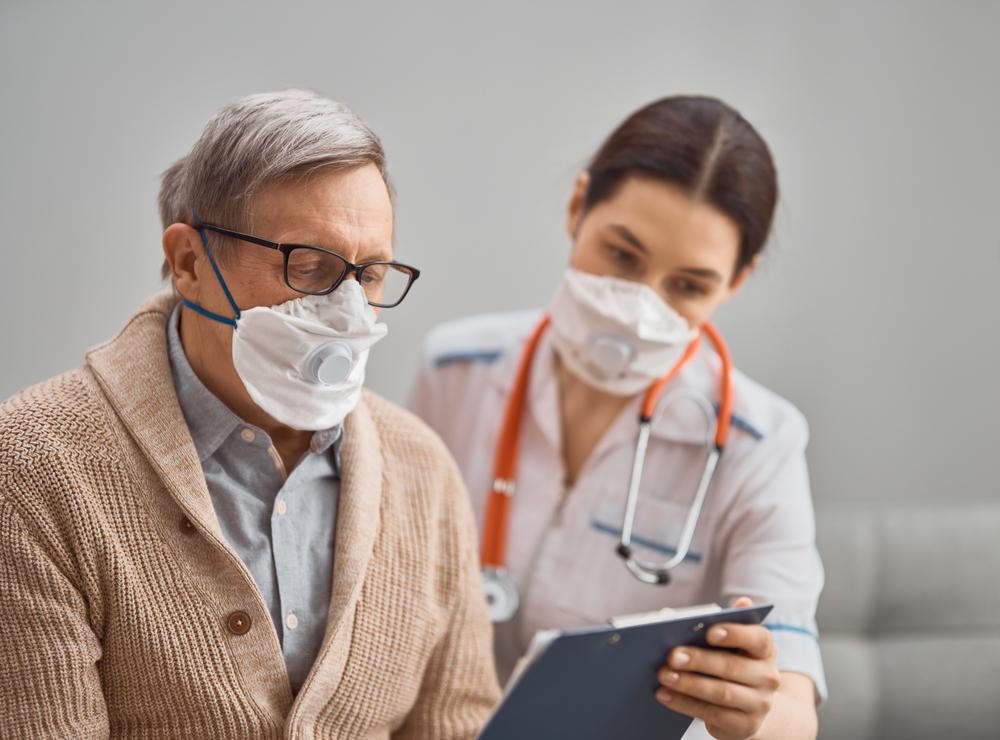 Contraer la gripe puede ser más serio de lo que crees, especialmente para las personas con enfermedad pulmonar obstructiva crónica. Si tu o alguien que conoces tiene EPOC, puedes reducir el riesgo de complicaciones graves vacunándote contra la gripe.