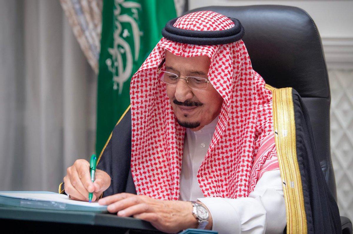 #مجلس_الوزراء ينوه بما اشتملت عليه كلمات #خادم_الحرمين_الشريفين خلال أعمال قمة قادة دول #مجموعة_العشرين، وما حملته من رسائل إنسانية عميقة، ورؤى شاملة وحلول من أجل عالم ينعم بالصحة والرفاه  #نجاح_قمة_العشرين_بالسعودية https://t.co/YOQFVvcgBq