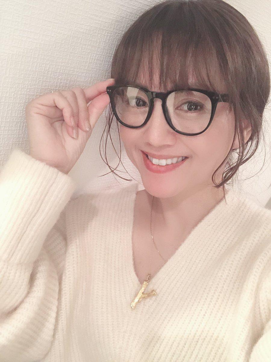 おはいおおおごぞいます❣️昨夜も横になって一休み、とそのまま寝ちゃいましたぁぁ⭐️みんなも寝れたかな?今日も一日えいえいおおお💗あ、新しい眼鏡フレーム👓きた💗12月13日クリスマスアコースティックライブももうすぐだぁ💗