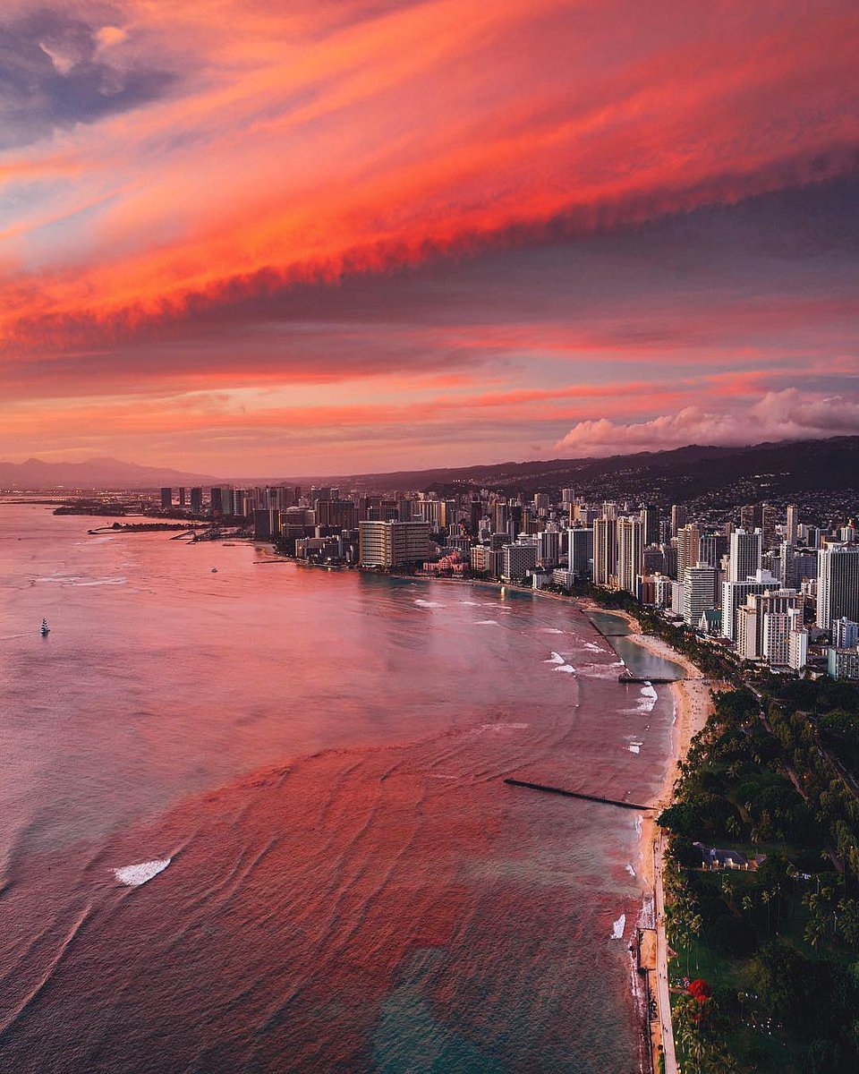 Sunset hues in Oahu, Hawaii. https://t.co/hlxx8SY3JT