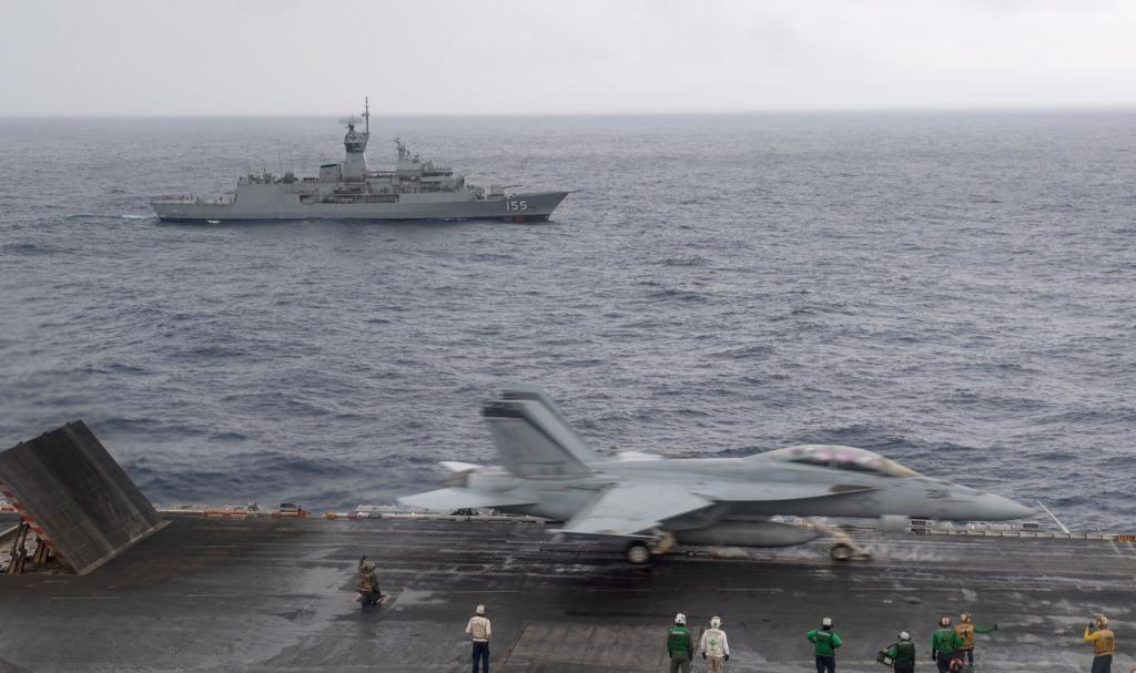 @USNavy photos of the day: #HMASBallarat and #USSNimitz transit Indian Ocean, #USSHershelWoodyWilliams deploys combat assault craft @USNavyEurope, #P8APoseidon #VP46 aircraft at @nas_sigonella are loaded with AGM-84D Harpoon. ⬇️ info & download ⬇️: navy.mil/Resources/Phot…