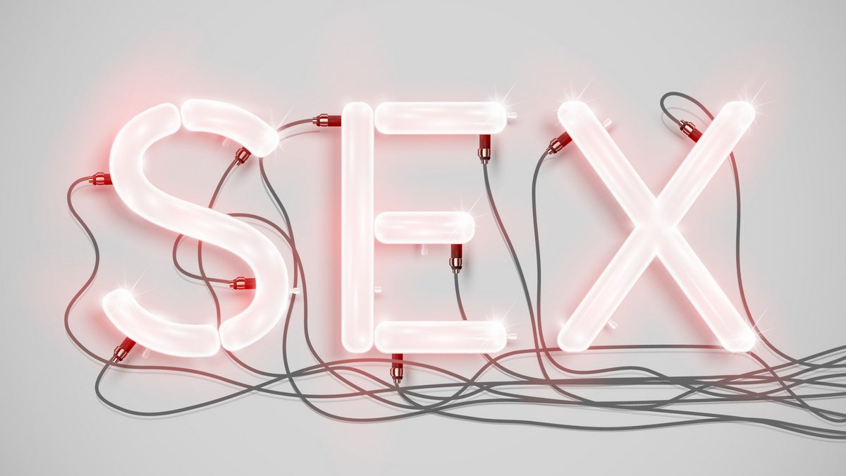 Whats the first thing that comes to your mind when you hear the word sex?! Let us know 👇🏻😋 💋