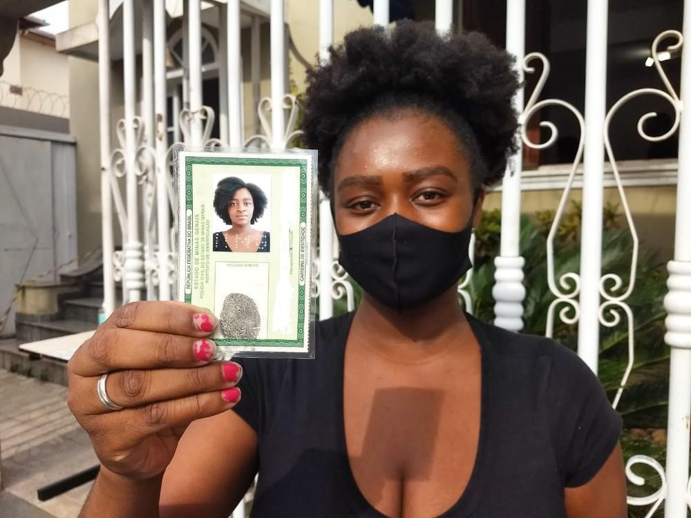 'Agora eu me reconheço', diz jovem negra após conseguir tirar RG em Minas  #G1
