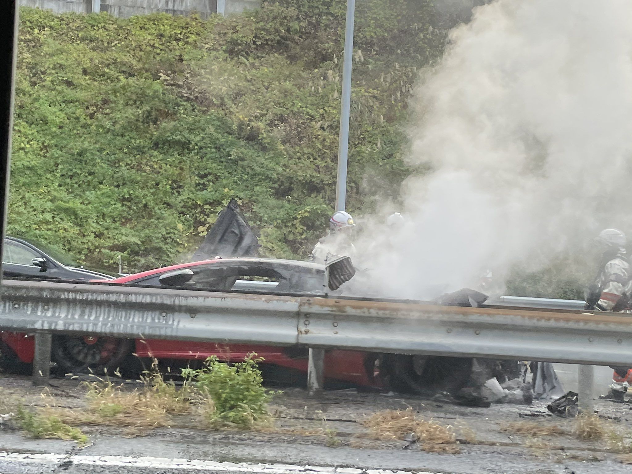画像,名神高速の京都東付近で車大破してた。 https://t.co/7KthTbwAaO。