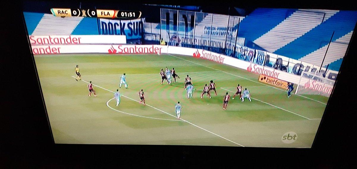 Mirando ahora AO VIVO en el Canal SBT EN HD @SBTonline el Partido Racing de Avellaneda @RacingClub y @Flamengo Relata