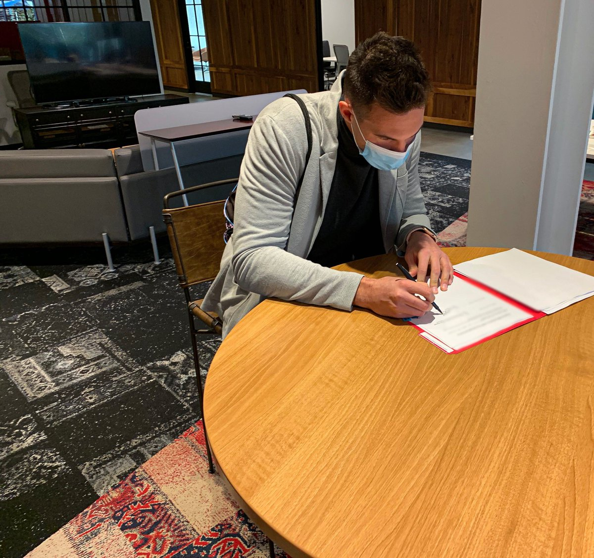 Officially ready for work ✔️🖋️   #TrueToAtlanta | @gallinari8888