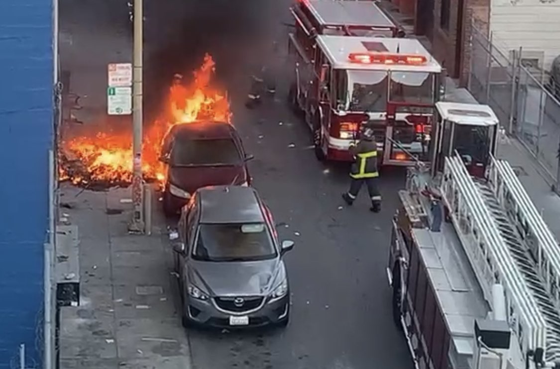 Damn!!  Looks like another tent fire to me!  like the 3rd one on this block in the last 2 months.  Wtf!  Minna, 7- 8th #SF   📸 by ttism on Citzen. https://t.co/bZUw8EitX6