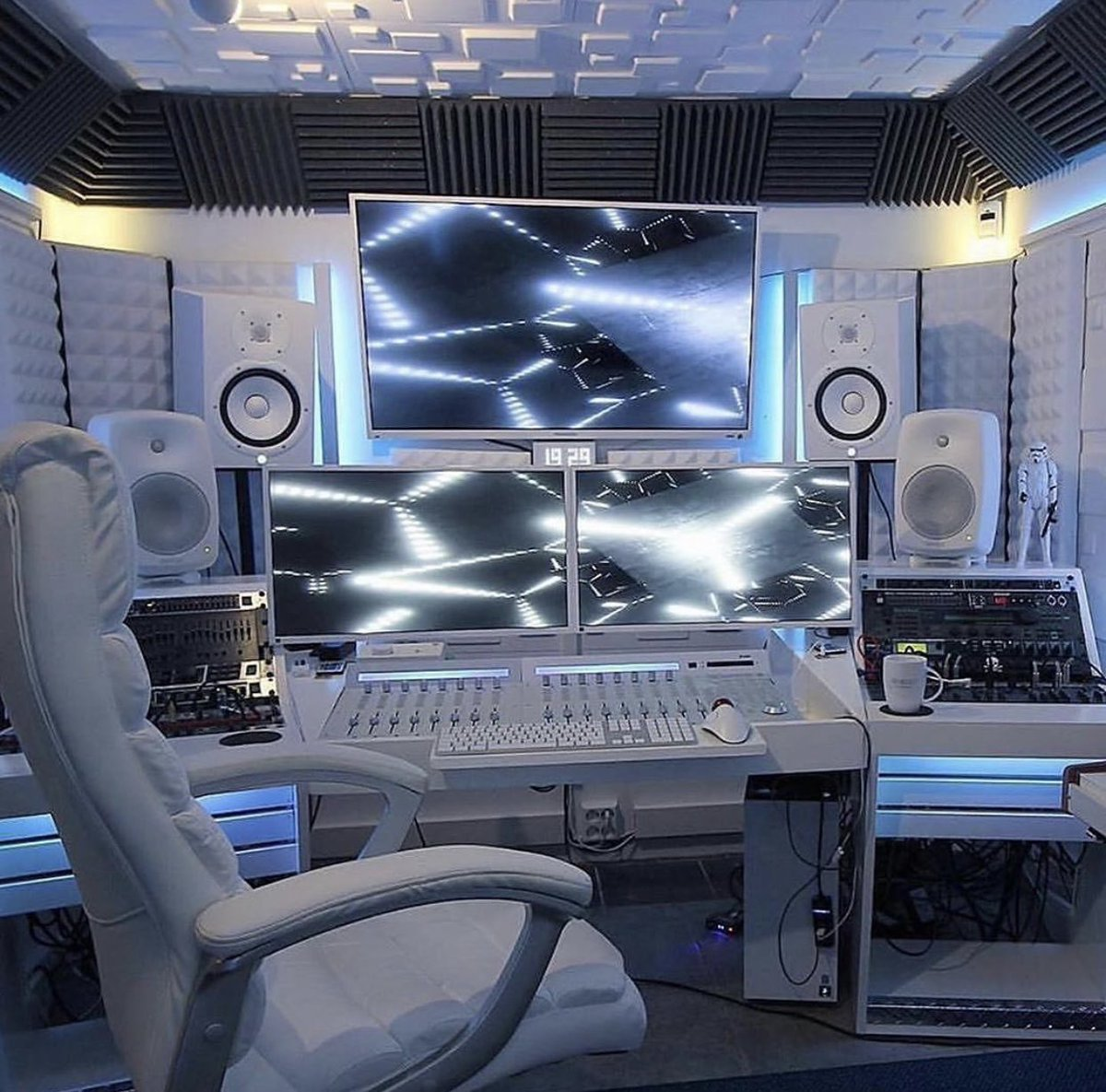 Who is up creating? #StudioLife https://t.co/p8dlqs3m1d