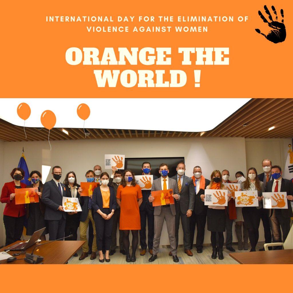 오늘은 #세계여성폭력근절의날 입니다! 주한EU대표부는 서울에 주재한 EU회원국의 정무관들과 함께 주황색 옷을 입고, 11월 25일을 기념했습니다. 유럽연합은 여성과 소녀들에 대한 폭력으로부터 자유로운 밝은 미래를 상징하는 유엔의 #OrangeTheWorld 캠페인을 지지합니다!🙌