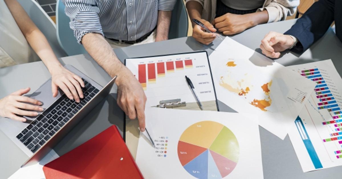 📊データ活用の基本解説食品業界でもデータドリブンマーケティングを本格的に取り入れたいとする企業が増えてきましたが実際に導入し成果を生むためには乗り越えなければならない課題がさまざまな場面で存在します。代表的な5つの悩みと課題や対処アドバイスなどを解説👇